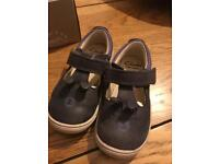 Clarks Toddler shoes 5.5f