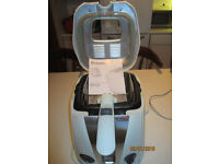 Second hand fryer in very good condition, hardly used. Comes with instruction booklet.