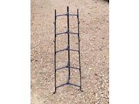 Retro triangular Saucepan rack