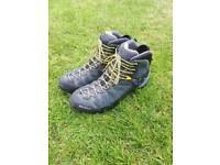 Salewa Alp Trainer Mid Goretex Boots, UK 9.5, EU 44