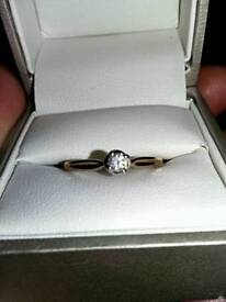 Gold solitaire damond ring