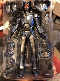 URGENT Hot Toys Shotgun Iron Man Figure