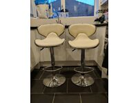 2 MODERN BAR KITCHEN STOOLS CREAM AND CHROME ADJUSTABLE HEIGHT