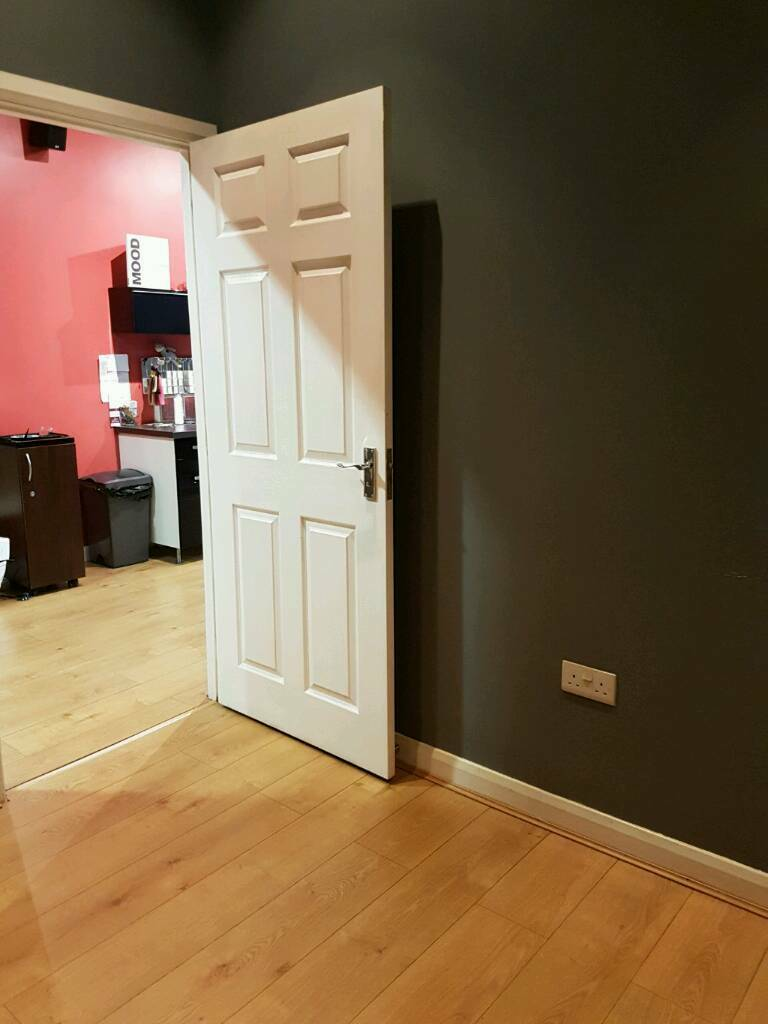 Room to rent in busy salon