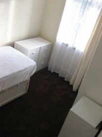 ROOM CLOSE TO LUTON TOWN CENTRE / UNI IN CLEAN QUIET HOUSE