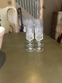 6 champagne flutes. Modern shape.