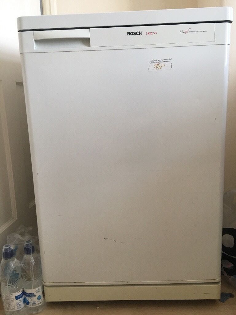 Refrigeratorin South East London, LondonGumtree - Selling semi refrigerator with freezer. Boss mark. Its a small fridge. Ask for jorge 07479320853