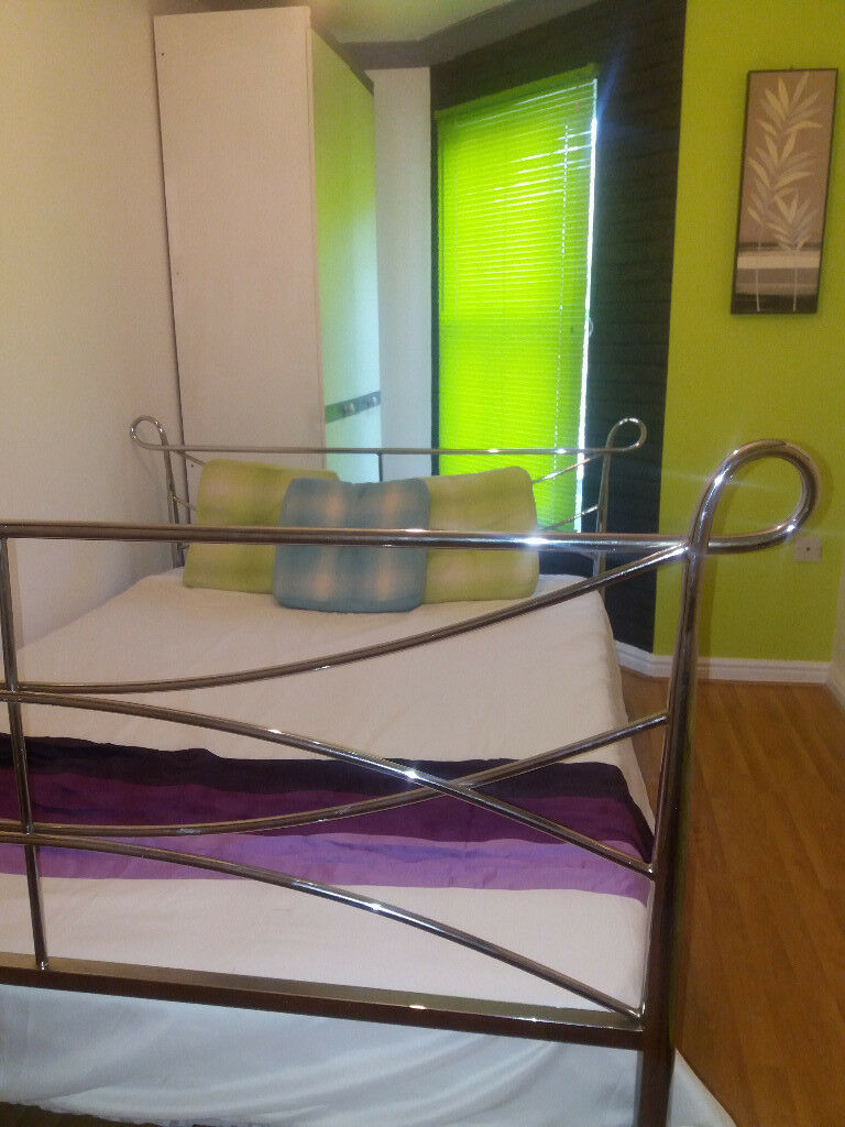 Clean Double Rooms in Christchurch with own showers