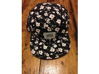VANS FLORAL TRUCKER HAT BRAND NEW WITHOUT TAGS