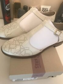 Clark's ladies Taylor Palm shoes 7 D fit