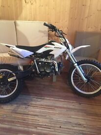 125cc dirt bike + free £60 helmet