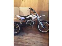 125cc dirt bike + free £60 helmet