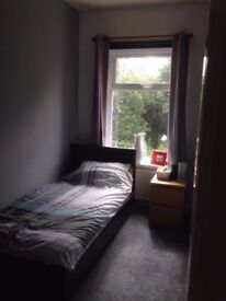 Rooms to rent in BD4, minutes from the motorway/ town centre
