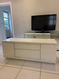 White/cream gloss tv unit