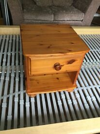 Solid Pine Bedside with one Drawer round feet H18.5in/0.47M W18in/0.45M D18in/0.45M