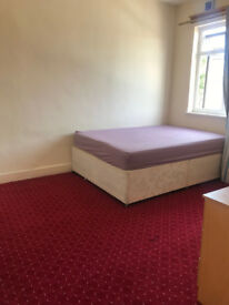 A spacious 3 bedroom 2 reception In Ilford/Barking, Available now!!