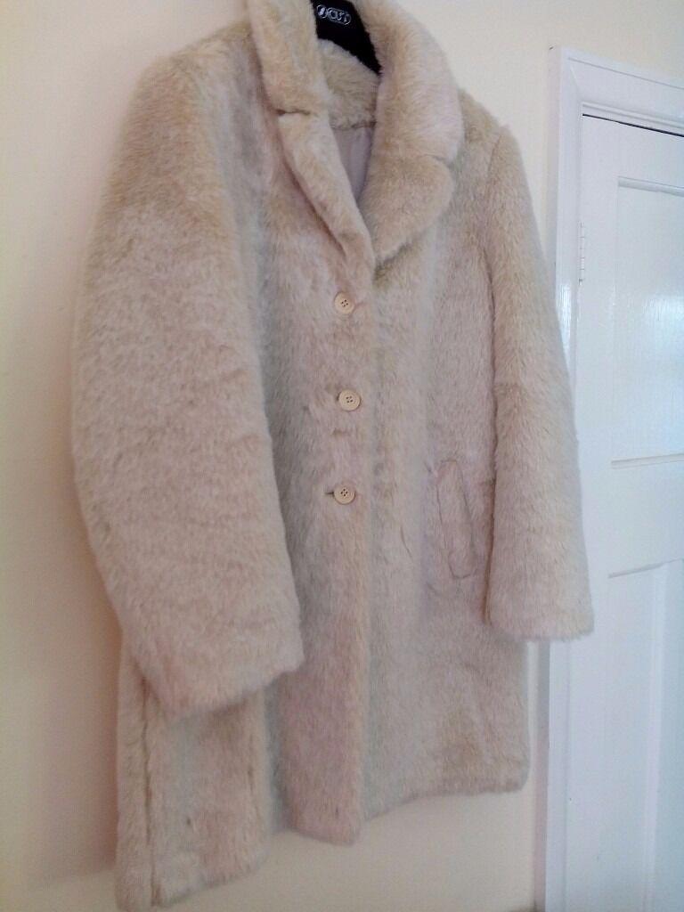 New Ladies Fur Jacketin Ipswich, SuffolkGumtree - New Ladies fur jacket size 18 immaculate conditions never worn from smoke and pet free home