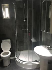 Near Heathrow ensuite room with parking