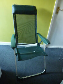 Lightweight alluminium folding and reclining garden chair with head rest