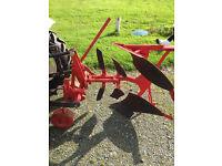 Single furrow reversbile plough