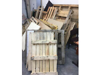 FREE PALLETS STANDARD AND OVERSIZED - IDEAL FOR BONFIRE NIGHT!