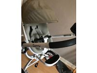 Quinny moood white frame pebble grey seat with maxi cosi car seat