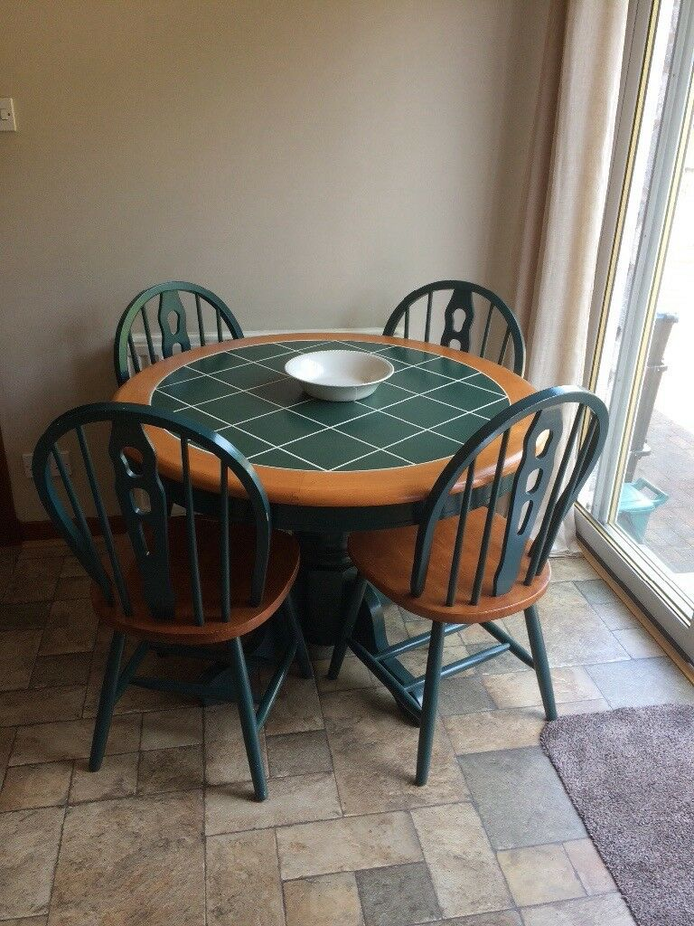 Table and chairs in east Ayrshire Patnain Ayr, South Ayrshire - For sale table and chairs in good condition would be good for kitchen area £55.00 buyer uplifts