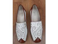 Ladies shoes : comfy Jenny summer shoes size 6 1/2