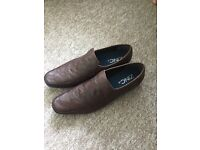 Men's size 10 slip on shoes