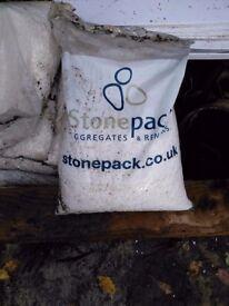 12 bags stonepack white aggregate