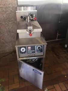 Henny Penny Pressure Fryer - Propane Deep Fryer - iFoodEquipment.ca