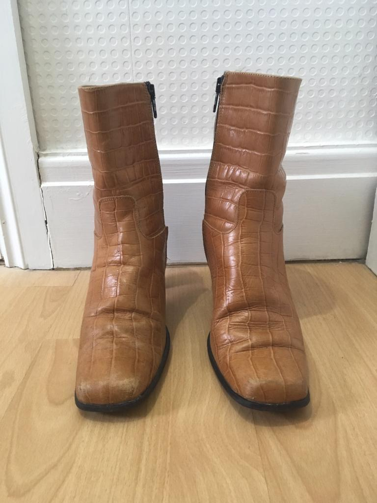Size 6 Ladies Short Tan Boots