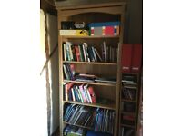 Bookcase 141cm high by 81cm wide, 5 adjustable shelves