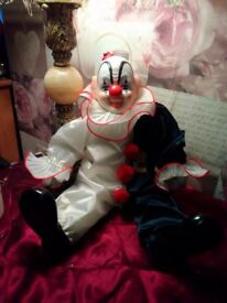 Collectors rare 5th anniversary pepe porcelain musical clown x perfect condition also have small 1 x