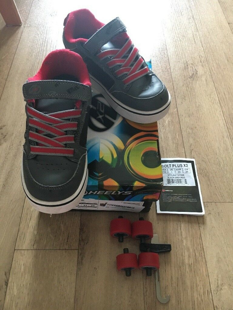 bccf75e5418 Boys Kids Heelys Wheels shoes Trainers Size 1 with Lights Red Grey + box  RRP£45 would like £25 ono