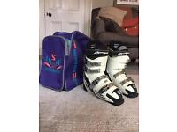 Women's Ski Boots- Rossignol. Size is 25.5( size 6)