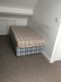 A Brand new DOUBLE BED ROOM situated close to Reading town center and Mainline Train Station