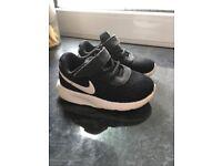 Toddler Nike tanjuns 5.5