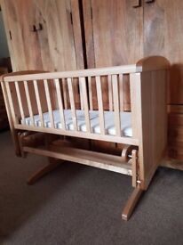 Mothercare deluxe gliding crib in great condition