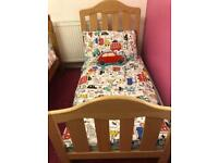 Mama's and papa's cot that turns into a toddler bed in immaculate condition