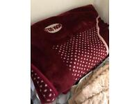 Blanket and comforter free