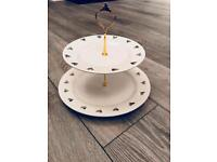 Cake stand with hearts