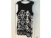 Dorethy Perkins Black and white top/dress Size 16