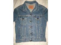 Levi's denim blue jeans jacket size M. Levi Strauss
