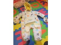 Snow suit 6-9months new whit tag girls/boys