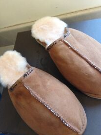 Real sheepskin ugg slippers size 6/7