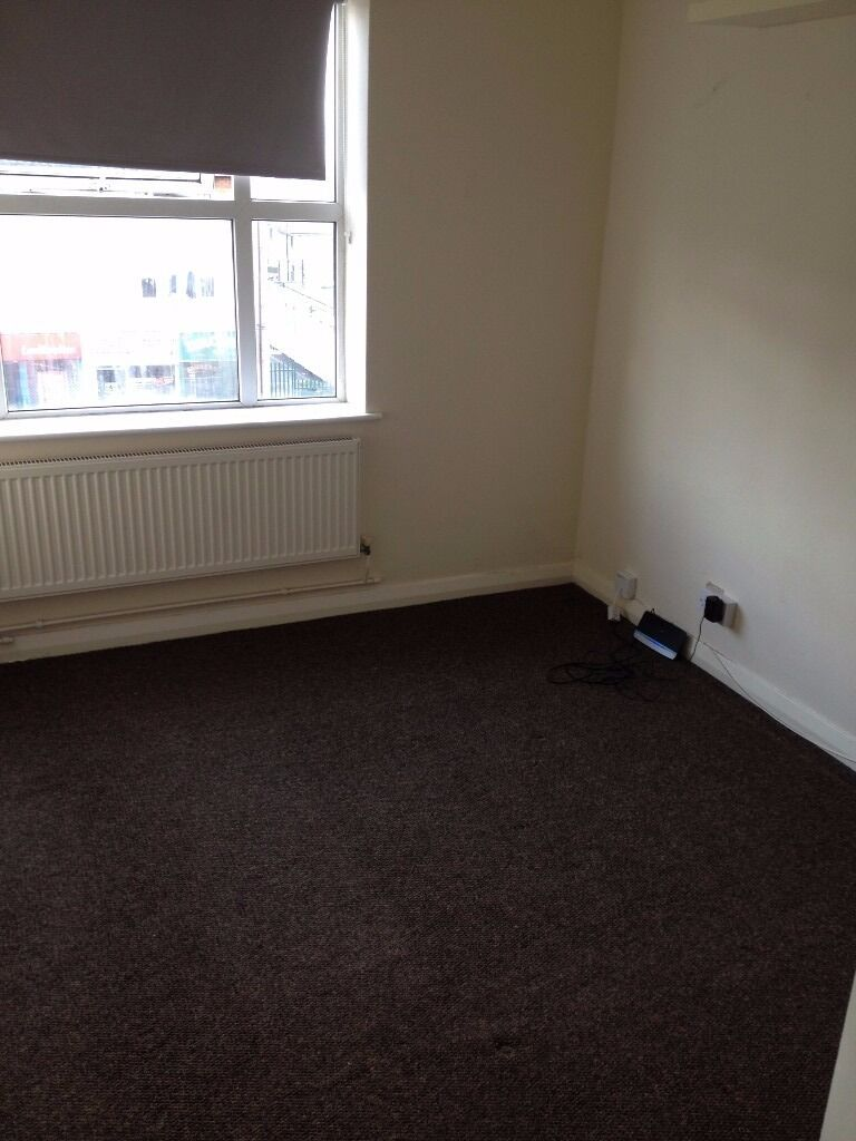 2 BED MODERN APARTMENT TO RENT IN COLLIER ROW! £1150PCM INCLUDES ELECTRIC & WATER BILL! NEAR HIGH ST