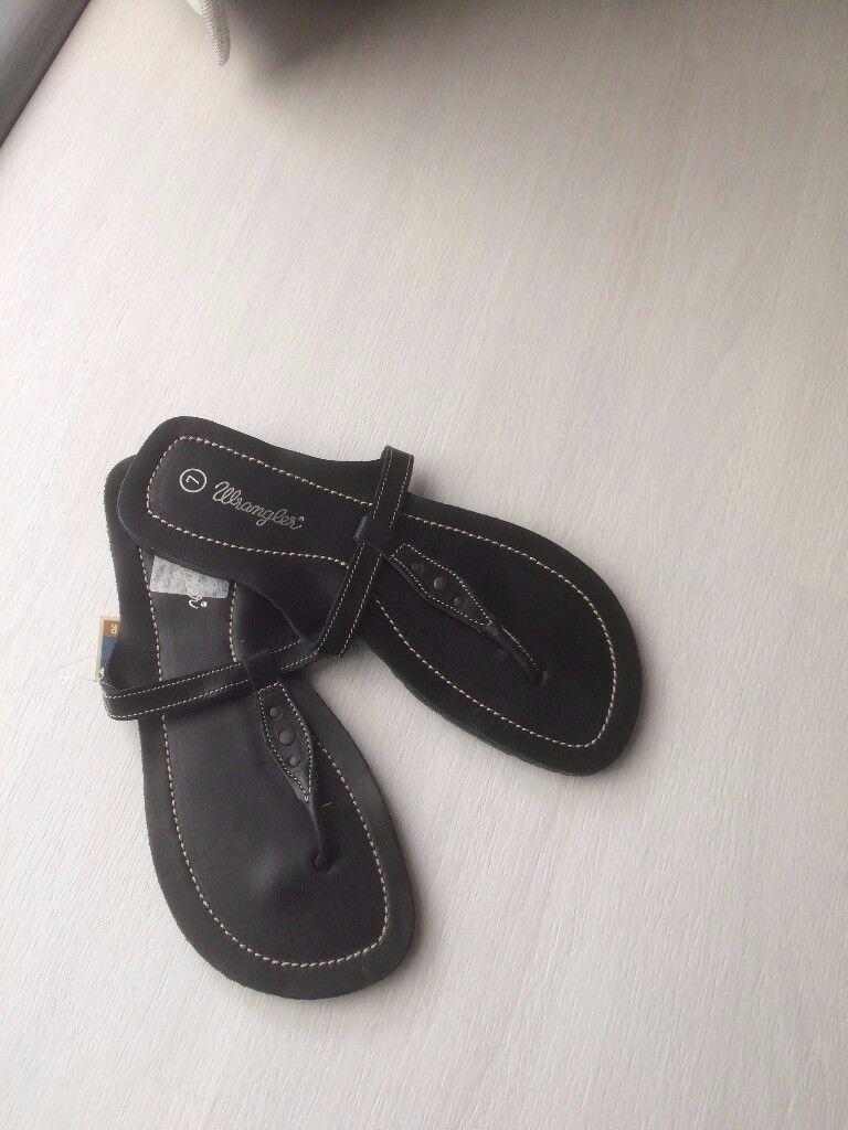 Sandals- Black Leather Wrangler Toe Post- Brand New