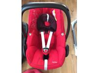 Maxi Cosi Pebble Car Seat with Isofix base and summer cover