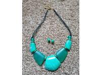 Pretty green jewellery set